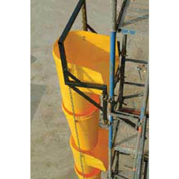The picture shows the use of a universal frame to which the system of chutes is attached.
