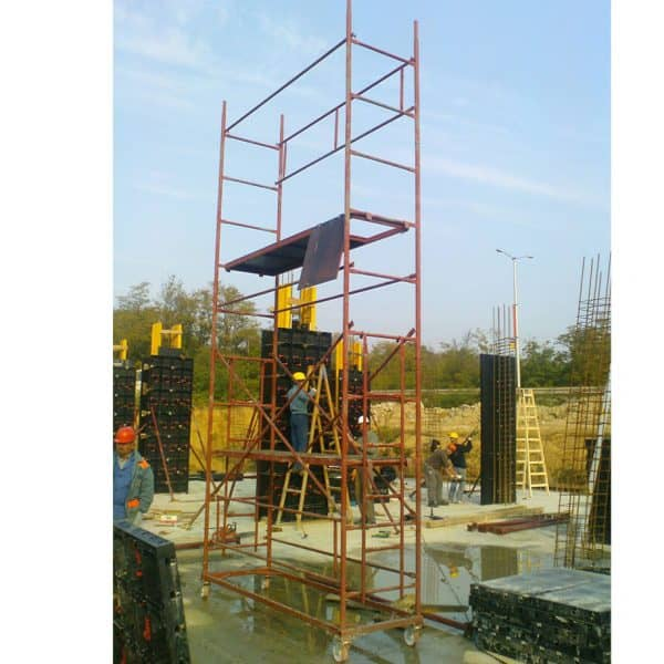 Mobile scaffolding DT 250/60 in operation of a construction site.
