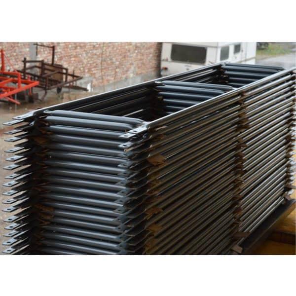 Фасадно скеле GD 42-48 - парапети изработени от метални тръби.