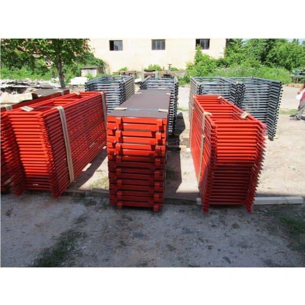 Фасадно скеле GD 42-48 -подове и парапети, пакетирани и готови за транспорт.