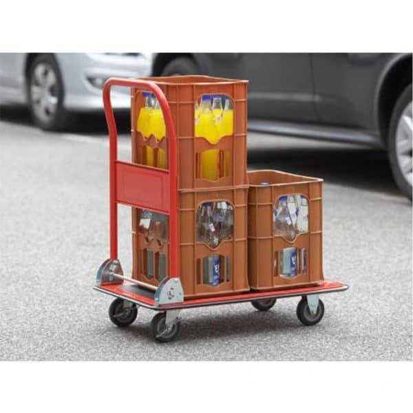 Платформена количка K1-150 и едно възможно приложение - пренасяне на пластмасови касетки съдържащи различни стоки.