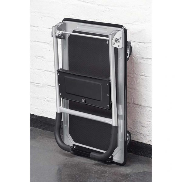 Платформена количка K2M-150 със сгъната ръкохватка, както и при другите модели, това я прави компактна и лесна за съхраняване.