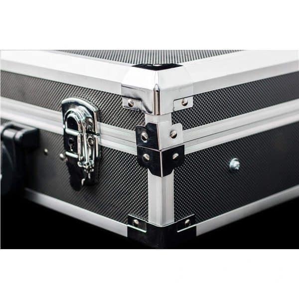 Куфар с инструменти Meister 116 части. Показано е как при затворено положение, ключалките затварят двата капака.