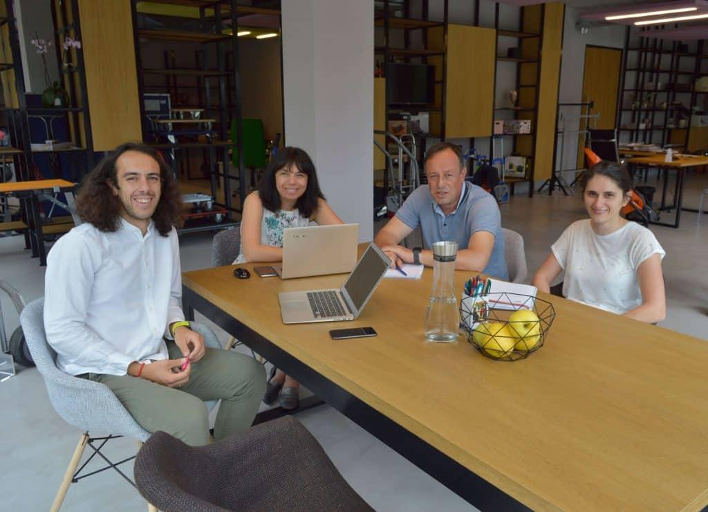 Екипът на Джоди Трейд ООД - снимка на хората, които ръководят фирма Джоди Трейд.