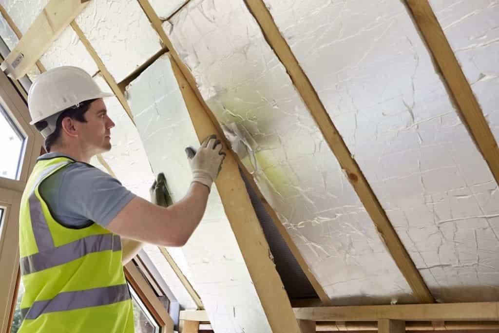 Топлоизолация на таван цели да предпази жилището о т топлината през лятото и студа през зимата.