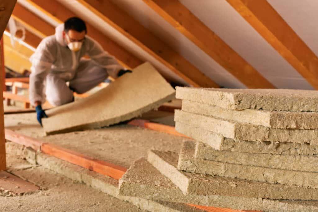 Външна изолация на таван се прави, ако над последният етаж има подходящо подпокривно пространство.