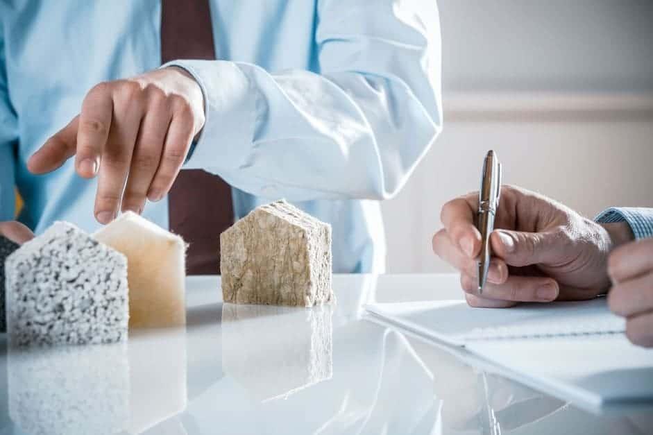 На пазара вече се предлагат много качествени материали за изолация на тавани - вата, гипсокартон, стиропор, фибран и др.