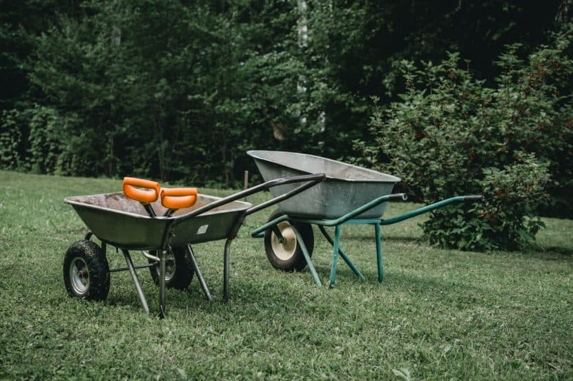 две градински колички