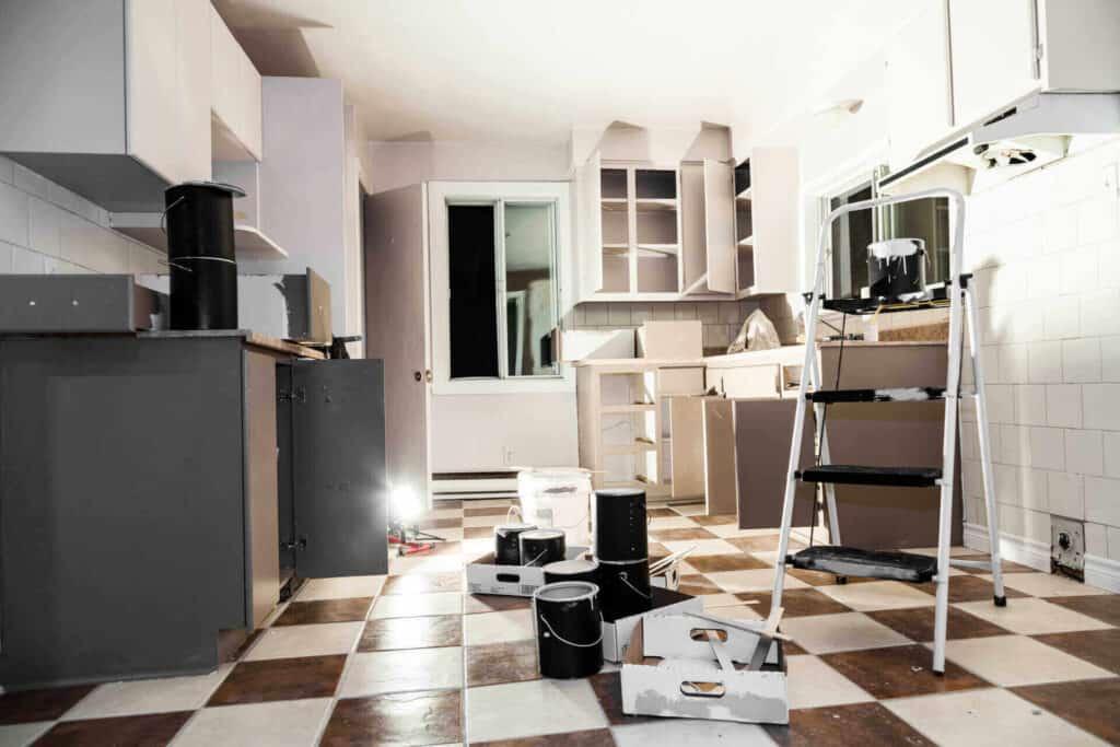 Започнат ремонт в кухня